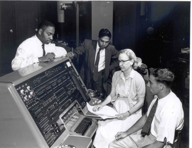 Grace-hopper-and-the-univac