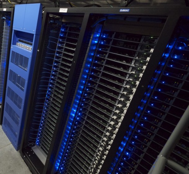 Facebook-datacenter-1u-racks